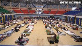 政府在地震發生後緊急開設災民收容中心(圖/記者蔡世偉攝)