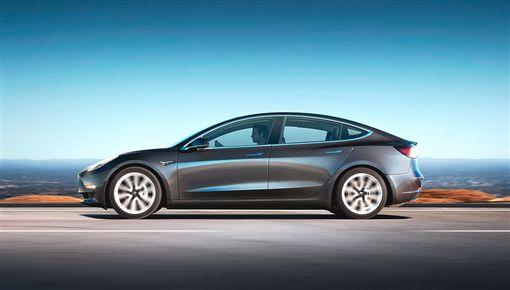 Tesla Model 3。(圖/翻攝Tesla網站)