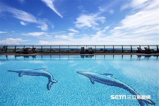 花蓮福容大飯店,無邊際泳池。(圖/福容提供)