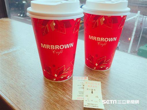 伯朗咖啡館出示車票,第二杯咖啡7折。(圖/伯朗咖啡館提供)