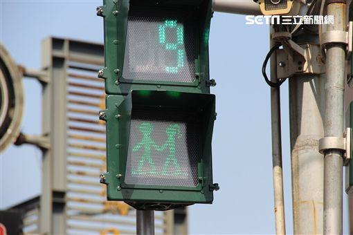 人行道,小綠人,屏東縣長,潘孟安,情人節,脫單,馬路