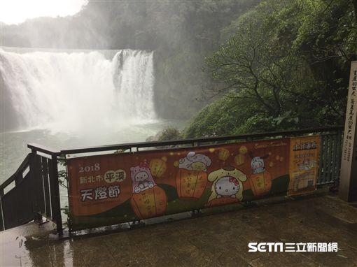 平溪天燈節,三麗鷗明星,hello kitty,十分瀑布。(圖/新北觀光局提供)