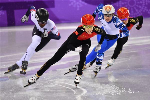 ▲中國短道競速滑冰女將范可新(前)。(圖/美聯社/達志影像)