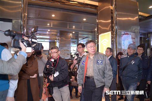 台北市長柯文哲14日上午前往交九台北捷運行控中心(北市府提供