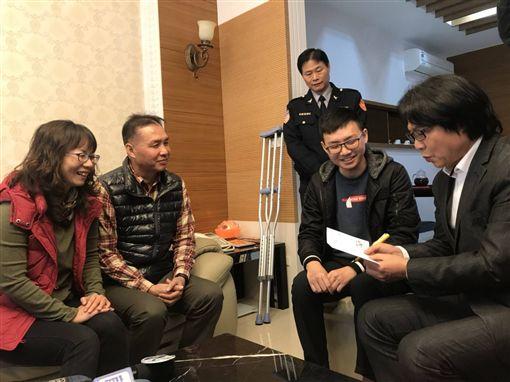 葉俊榮慰問楊于辰 圖/翻攝自臉書