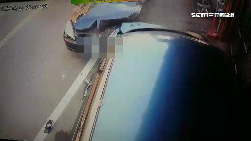 砰!通緝躲警倒車加速逃 連撞3車毀民宅