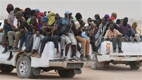 班尼瓦里,Bani Walid,利比亞,移民,卡車,人口走私(圖/推特)