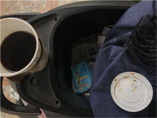 便利商店,咖啡,機車,車廂,塑膠袋,限塑 圖/翻攝臉書