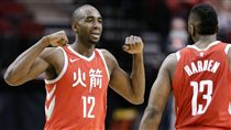▲Luc Mbah a Moute與哈登。(圖/美聯社/達志影像)