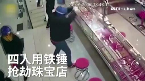 笨賊砸店搶劫!隊友這樣幫笑翻網友