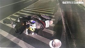 包商趕發員工百萬薪水,在華中橋摔車後,錢消失。翻攝