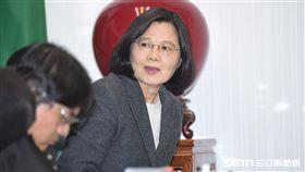 民進黨主席總統蔡英文13日主持中常會。 圖/記者林敬旻攝