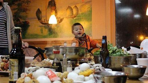 -過年-新年-春節-圍爐-年夜飯-▲圖/攝影者andrea.suozzo, flickr CC License(https://www.flickr.com/photos/57269822@N03/6805205751/)