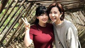 ▲福原愛(左)穿上紅色上衣,青春洋溢。(圖/翻攝自江宏傑臉書)
