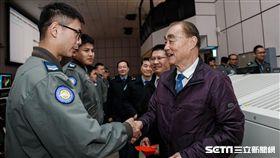 馮世寬慰勉春節執勤軍官 國防部提供