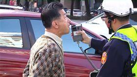 台中追撞計程車 法務部長邱太三被警施行酒測