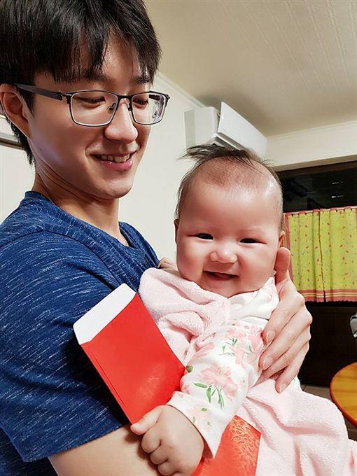 小小愛來賀年!江宏傑透露愛的抱怨 拔拔出動替女兒討紅包圖/翻攝自江宏傑臉書