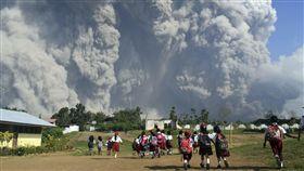 印尼蘇門答臘的錫納朋火山(Mount Sinabung)噴發(圖/美聯社/達志影像)