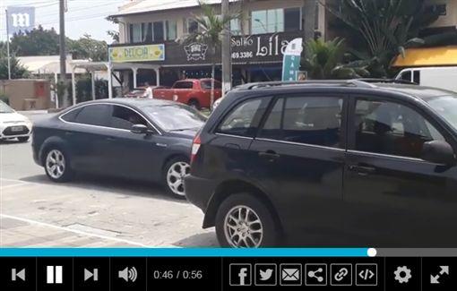 巴西,倒車,三寶,技術,騰空,車尾,傻眼 圖/翻攝自Daily Mail