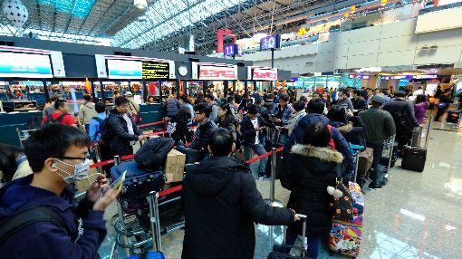 春節假期結束 桃機旅客量達14.5萬人次桃園機場公司表示,農曆春節假期20日結束,返國旅客也達到高峰,一整天的旅客量達到14.5萬人次,其中入境人數約有7.6萬人次。中央社記者邱俊欽桃園機場攝  107年2月20日