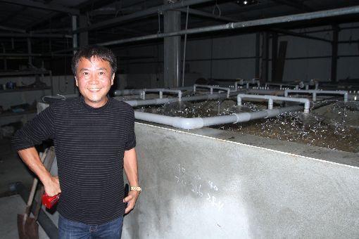 營建業老闆變筍殼魚大王(1)出身台南市東山區農家的連俊堯原本是營造公司老闆,但心繫家鄉農業發展,投入大量資金在東山打造室內筍殼魚養殖場,成功發展出獨到的養殖模式。中央社記者楊思瑞攝 107年2月20日
