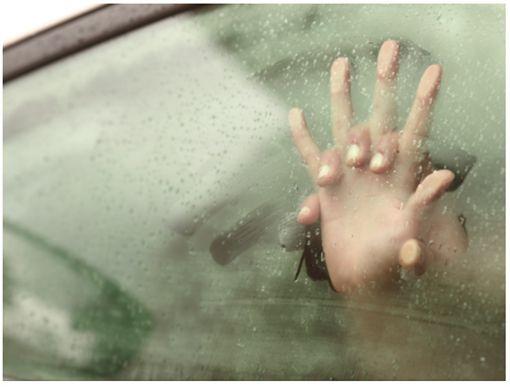 德國一對情侶開暖氣車震,疑缺氧陳屍車內。(圖/翻攝Tornoto Sun)