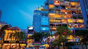 越南市府正對面大道上的老公寓