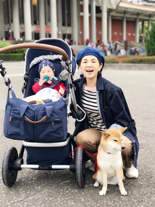 Ella,陳嘉樺,勁寶,愛犬,布丁/翻攝自Ella臉書