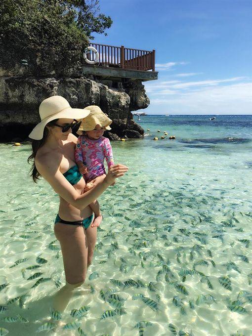 瑞莎,霧宿島度假,比基尼(翻攝自瑞莎臉書)