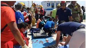 墨西哥一艘渡輪突然爆炸造成25名遊客受傷(圖/翻攝自新浪新聞)