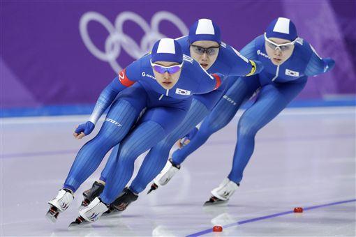 ▲韓國競速滑冰選手(前到後)金寶凜、朴鎮媛和盧善英。(圖/美聯社/達志影像)