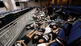 美國佛州校園槍擊案 引發槍枝管制抗議 (圖/美聯社/達志影像)