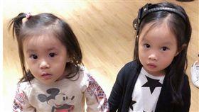 關穎女兒CC和賈靜雯女咘咘巧遇。(合成圖/翻攝自微博)