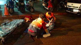 傷者全身刀傷,被送往馬偕醫院急救 台北市,民生東路,酒店,李冠臻,詹,黃,少年,西瓜刀,殺人,許男,死者。翻攝畫面