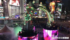 台北燈節主燈「幸福魔力狗」。(圖/記者簡佑庭攝)