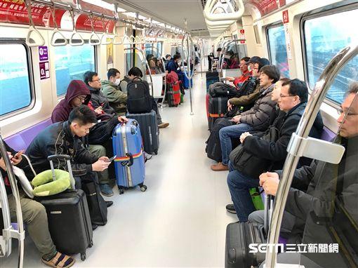 機捷,機場捷運,搭機旅客。(圖/機捷公司提供)