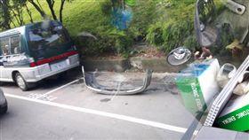 停車,車位,佔位,車格,保險桿,開車 (圖/翻攝自爆料公社)