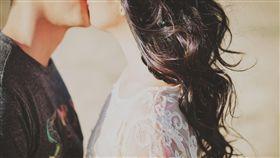 接吻,親吻,夫妻,情侶,戀人/Pixabay