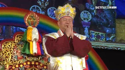 上萬信眾齊聚!蓮生活佛新春祈福大法會 題字「龍行台灣」