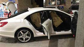開CLS550賓士車搶衛生紙!網驚「有錢不是沒原因」 翻攝台灣新聞記者聯盟資訊平台臉書
