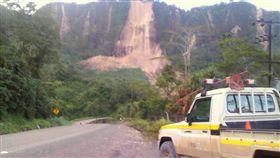 巴布亞紐幾內亞內陸山區今日發生規模7.5強震,當局派遣部隊和搜救團隊前往災區,傳有多人身亡,但未獲得證實。當局警告,未來可能發生餘震及山崩。(圖/路透社/達志影像)