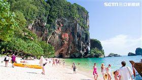 亞洲十大沙灘, 帕南海灘PhraNang Cave Beach周圍被「溫暖的沙灘、碧綠的海水和石灰岩」環繞。(圖/Trip Advisor提供)