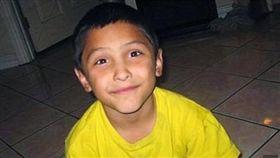 美國一名8歲男童,5年前被母親和其男友聯手凌虐致死。(圖/翻攝Daily Mail)