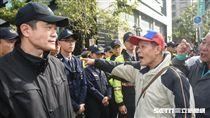 反年改抗議民眾在鎮江街外和警方對峙 圖/記者林敬旻攝