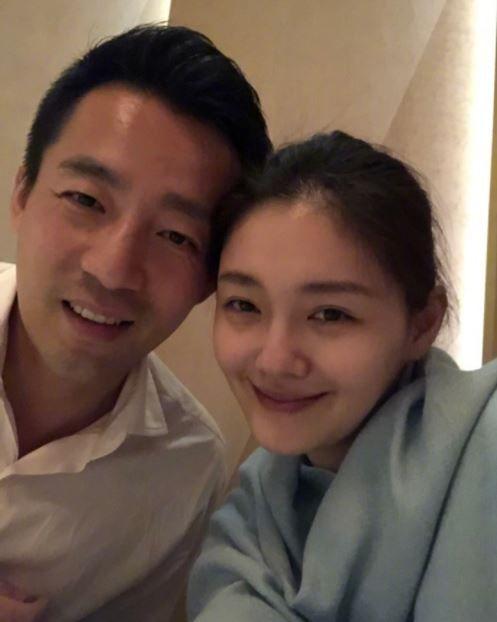 藝人大S(徐熙媛)和老公汪小菲全家出遊。(圖/翻攝自微博)