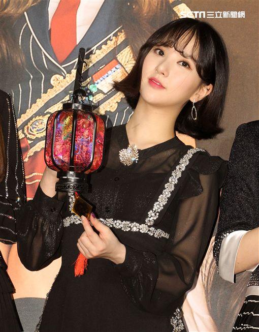 韓國女團GFRIEND獨家進棚MTV「我愛偶像」(由左至右)信飛、銀河、睿隣、所願、嚴智、裕珠。(記者邱榮吉/攝影)