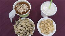過敏體質 醫師:飲食上要注意童綜合醫院過敏免疫風濕科主任鄭聖翰指出,曾有調查報告指出國人食用的黃豆製品,大部分屬基因改造的進口黃豆,若自身是易過敏體質的民眾在飲食上要多加注意。(童綜合醫院提供)中央社記者蘇木春傳真 106年11月6日