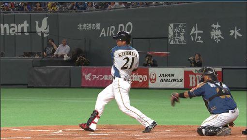 ▲清宮幸太郎在札幌巨蛋春訓首戰擊出安打。(圖/截自網路)