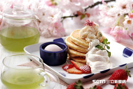 櫻花鬆餅。(圖/杏桃鬆餅屋供給)