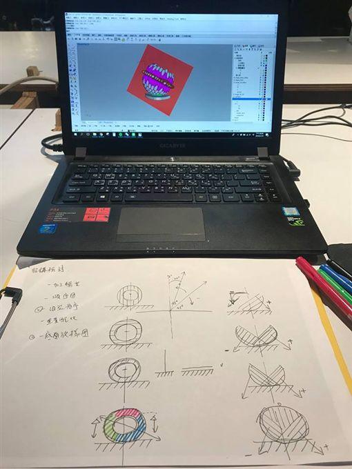 台灣燈會「嘉藝之光」遭控抄襲,台灣設計團隊發聲明反駁。(圖/取自FabCraft Design Lab臉書)